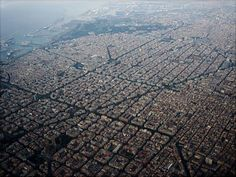 Things to do in Barcelona including top places to see and visit with amazing pictures and map. Visit Barcelona and its sights, squares, monuments, parks. Visit Barcelona, Barcelona City, Barcelona Catalonia, Agra, Madrid, Urban Planning, Gaudi, Best Cities, Aerial View