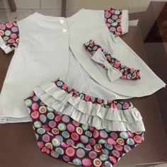 Conjunto de bebê Tricoline Baby Outfits, Little Girl Dresses, Kids Outfits, Girls Dresses, Sewing Kids Clothes, Baby Sewing, Doll Clothes, Girls Party Dress, Baby Dress