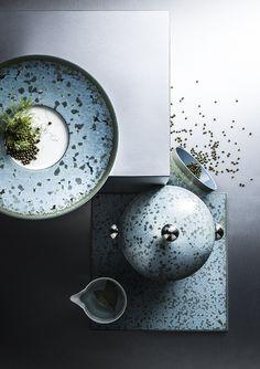 Shoot test pour une marque de vaisselle haut de gamme. Jaune de Chrome. Fond matière inox.  Plus d'images sur:  www.tempsdepose-photo.fr