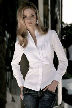 l❤️ a plain white blouse Stylish Dresses, Fashion Dresses, Fashion Fashion, Nice Dresses, Classic White Shirt, Business Outfit, Mode Inspiration, Blouse Designs, Blouses For Women