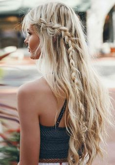 a boho bread  is classy and casual, perfect for a party or the beach, remind this haircut!