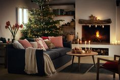 H&M Home offer a large selection of top quality interior design and decorations. Find the right accessories for your home online or in-store. H&m Christmas, Small Christmas Trees, Christmas Decorations, Christmas Print, Traditional Trends, Hm Home, Christmas Inspiration, Decor Interior Design, Furniture Design