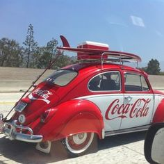 Una #CocaCola de coche con sus colores y siglas; rumbo a las #Vacaciones |