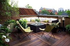 House rooftop design ideas which will amuse you. Here are 30 Incredible Rooftop Design Ideas. Most awesome house rooftops designing ideas to make your house . Outdoor Seating Areas, Outdoor Rooms, Outdoor Living, Outdoor Furniture Sets, Outdoor Decor, Corner Seating, Outdoor Benches, Outdoor Lounge, Corner Sofa