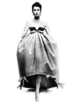In Hubert de Givenchy 1956. Avedon