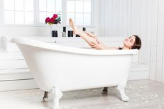 Wake Up Your Spirit. When you unlock your intuition, you connect with your most authentic self. Now you can wake up your spirit, your true self. Good Morning Gorgeous, Nail Art Diy, Clawfoot Bathtub, Design, Relaxing Bathroom, Elegant Woman, Intuition, Chile, Connect