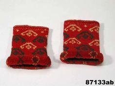Traditional Swedish knitted wristwarmers with kavelfrans (rya) edges | Digitalt Museum - Muddar med kavelfrans. 1840-60