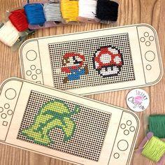 Retro Videos, Retro Video Games, Cross Stitch Embroidery, Cross Stitch Patterns, Kawaii Cross Stitch, Navidad Diy, Wooden Christmas Ornaments, Dmc Floss, Cute Diys