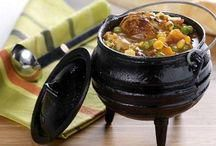 """Potjie - directly translated """"little pot"""" from Afrikaans or Dutch is traditionally a round cast iron three-legged (tripod) pot. South African Dishes, South African Recipes, Ethnic Recipes, Cookbook Recipes, Cooking Recipes, Cooking Tips, Oven Cooking, Crockpot Recipes, Kos"""