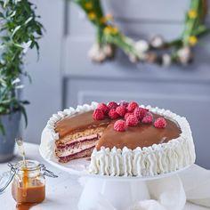 Perinteinen kinuskikakku on juhlapöydän ehdoton klassikko! Finnish Recipes, Sweet Pastries, Sweet Cakes, Yummy Cakes, No Bake Cake, Baking Recipes, Sweet Tooth, Cake Decorating, Tart