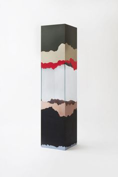 Cabinet de Milàn – Ultra-white glass cabinet with brass, copper, plastic laminates and wood.