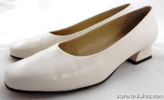 Womens shoes BASS chunky low kitten heel Pumps IVORY TAUPE round toe size 6 M #Bass #PumpsClassics