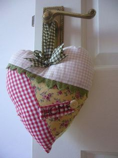 handmade welcome heart by printed and patchwork Patchwork Heart, Crazy Patchwork, Valentine Heart, Valentine Crafts, Valentines, Crafts To Make, Diy Crafts, Fabric Hearts, Heart Crafts