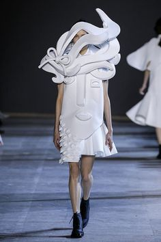 So Picasso: Viktor & Rolf Couture Spring 2016 | Hint Fashion Magazine