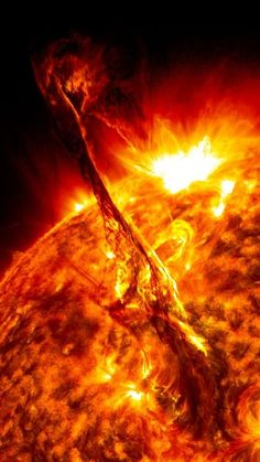 Solar Flare from Sun Eruption (NASA) <- Looks like someone reaching out. That's pretty spoopy.