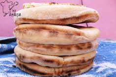 Aripioare de pui in sos dulce picant Hot Dog Buns, Hot Dogs, Romanian Food, Tzatziki, Hamburger, Bread, Breakfast, Morning Coffee, Brot