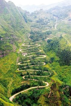 24-Bend Road (二十四道拐) in Qinglong County of Guizhou Province. It is so named…
