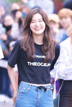 Sooyoung, Kpop Girl Groups, Kpop Girls, Asian Woman, Asian Girl, Oppa Gangnam Style, Kang Seulgi, Red Velvet Seulgi, Airport Style