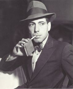 Humphrey Bogart >>> A youngish Bogie. Far and away the king of Hollywood, in my book. Hollywood Icons, Golden Age Of Hollywood, Vintage Hollywood, Hollywood Stars, Classic Hollywood, Hollywood Actresses, Humphrey Bogart, Classic Movie Stars, Classic Movies