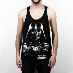 """Regata Plugging Death Vader, 100% Algodão, malha fio 30 penteado, na cor pretacom tecnologia anti-pilling eestampa silk toque zero. Primeira peça da coleção <a href=""""https://www.facebook.com/SeuDarth/?fref=ts"""" target=""""_blank"""">Seu Darth</a>. O design da estampa é inspiradano personagem mais marcante de Star Wars, Darth Vader."""