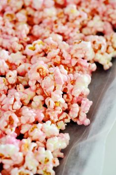 Does anyone else remember those boxes of Lucky Elephant Popcorn that contained the most beautiful, most delicious collection of bright pink popcorn? When I was little, my grandmother would buy a si… Colored Popcorn, Pink Popcorn, Sweet Popcorn, Popcorn Bar, Popcorn Recipes, Snack Recipes, Red Velvet Pancakes, Food Inspiration, Yummy Treats