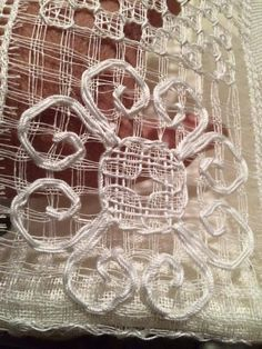 Cutwork Embroidery, Hand Embroidery Stitches, Drawn Thread, Lacemaking, Needle Lace, Filet Crochet, Needlework, Diy And Crafts, Canario