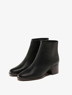 BOTIM TACÃO MÉDIO de MULHER - Sapatos - Botins da Massimo Dutti de outono inverno 2016 por 99.95. Elegância natural!