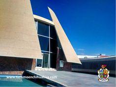 Adicionalmente de las muestras de arte plástico, el Museo de Arte de Ciudad Juárez ha enriquecido su oferta cultural con conferencias y presentaciones de libros, ciclos de cine, talleres de literatura, pintura, canto y fotografía; cuenta también con una biblioteca y una explanada en el exterior. #visitaciudadjuárez