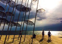 En Grèce, la ville de Thessalonique, ainsi que la région de Halkidiki, valent vraiment le détour. Voici de bonnes raisons de vous rendre à Thessalonique ! World Traveler, Ainsi, Voici, Wind Turbine, Road Trip, Thessaloniki, City, Vacation, Travel