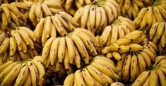 """Bananas are extremely healthy fruits. This fruit is abundant in nutrients, which make them irreplaceable """"tools"""" for treating and fighting against many health conditions. Have you heard about another 10 shocking facts about this extremely Bananas, Oeuf Bacon, La Constipation, Natural Sleep Aids, Acide Aminé, Shocking Facts, Nutrition Education, Food Nutrition, Nutrition Tracker"""