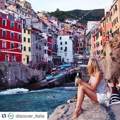 #Repost @discover_italia  Riomaggiore, Cinque Terre @tuulavintage ✌️ #italia #cinqueterre #italy #sea #house #water #beach #view #travel #traveler #facebook #photo #photos #picture #pictures #holiday #relax #trip #viaggio #landascape