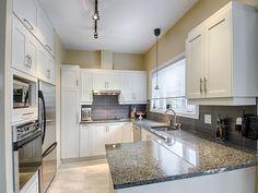 Avec le blanc, on ne se trompe pas ! Kitchen Island, Kitchen Cabinets, Design, Home Decor, Image, White People, Island Kitchen, Decoration Home, Room Decor