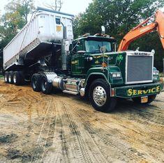 Mack Superliner custom humpin and dumpin Mack Dump Truck, Old Mack Trucks, Rv Truck, Old Pickup Trucks, Hot Rod Trucks, Big Rig Trucks, Dump Trucks, Rubbish Truck, Dump Trailers