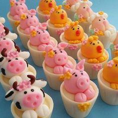 Delicia na fazendinha @eglevmarques #docespersonalizados #docestematicos #festainfantil ... Pig Birthday Cakes, Farm Birthday, Mini Cakes, Cupcake Cakes, Cupcake Toppers, Themed Cupcakes, Yummy Cupcakes, Cute Snacks, Fondant Animals