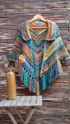 Poncho with collar, fringe , and ties Poncho Au Crochet, Crochet Cape, Crochet Poncho Patterns, Crochet Shawls And Wraps, Crochet Jacket, Love Crochet, Crochet Scarves, Crochet Clothes, Crochet Stitches