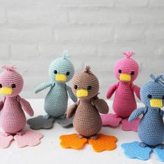 Hæklet And med rygsæk og bidefødder fra Go Handmade - Amigurumi Crochet Birds, Crochet Animals, Diy Crochet, Crochet Toys, Baby Barn, Baby Shoes Pattern, Crochet Baby Shoes, Knitted Bags, Doll Toys
