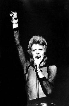 vezzipuss.tumblr.com — David Bowie, Circa 73 〰️⚡️〰️