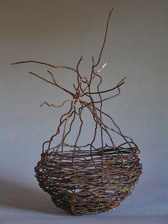 Nido, alambre recocido, 30 x 16 cm. Sculpture by Tabitha Sheehn Davis Flax Weaving, Willow Weaving, Weaving Art, Wire Weaving, Basket Weaving, Woven Baskets, Contemporary Baskets, Twig Art, Weaving Projects