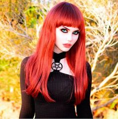 Gothic Fashion And You - Learn What It Takes. Many people believe that you have to spend a ton of money if you want to look fashionable. Punk Girls, Hot Goth Girls, Gothic Girls, Dark Beauty, Goth Beauty, Pelo Multicolor, Estilo Rock, Gothic Models, Goth Women