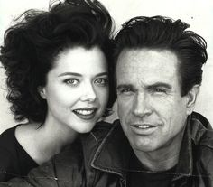 Warren Beatty & Annette Bening, She was the one that got him. All the women he has been with beautiful, but Annette did something he couldn't resist. Hollywood Couples, Celebrity Couples, Celebrity Weddings, Celebrity Photos, Classic Hollywood, Old Hollywood, Hollywood Icons, Hollywood Style, Hollywood Glamour