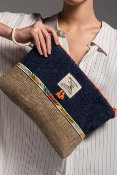 sailor_waterproof_clutch_bag_vingeproject Source by halinaz bags Oversized Beach Bags, Diy Pochette, Best Leather Wallet, Leather Totes, Leather Bags, Leather Purses, Sacs Design, Denim Bag, Fabric Bags