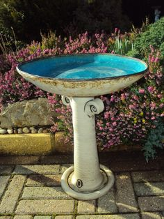 Most up-to-date Cost-Free pottery bowls ideas Concepts New bird bath pottery bowls 43 Ideas Pottery Bowls, Ceramic Pottery, Pottery Art, Cute Birds, Pretty Birds, Ceramic Bird Bath, Black Bird Tattoo, Bird Sketch, Coil Pots