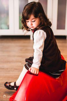 Ledurt // Yan Trudel est photographe et designer graphique à Gatineau, se passionnant pour la photographie; nouveau-né, maternité, enfant, boudoir, famille. Gatineau, Children Photography, Boudoir, Designer, Kids, Vintage, Style, Fashion, Chart