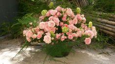 Centro de mesa con rosas ramificadas