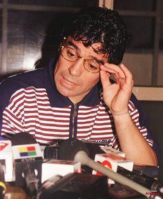 """#10FotosIneditasDelDiez """"Si me muero, quiero volver a nacer y quiero ser futbolista. Y quiero volver a ser Diego Armando Maradona. Soy un jugador que le ha dado alegría a la gente y con eso me basta y me sobra"""" Diego Armando, Soccer, Football, Dado, Couple Photos, Couples, Instagram, People, Couple Shots"""