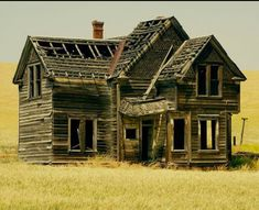 """""""Old West House"""" -- [Abandoned house in a field of wheat on Emerson Loop Road near The Dalles in Central Oregon.]~[Photograph by swainboat (gary) - July 4 2008 - Wrentham, Oregon - Abandoned Farm Houses, Old Abandoned Buildings, Old Farm Houses, Abandoned Mansions, Old Buildings, Abandoned Places, Haunted Houses, Unique Buildings, Abandoned Castles"""
