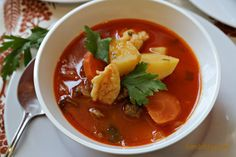 Hungarian Goulash Soup (Gulyásleves) has delicious vegetables, beef, sweet Hungarian paprika, parikacrem, petite little dumplings and lots of fresh parsley Bratwurst, Goulash Soup, Hungarian Paprika, Eastern European Recipes, Paprika Sauce, National Dish, Cooking Tips, Spicy, Curry