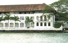 Bloggang.com : travelaround Colonial House Exteriors, Colonial Exterior, Interior And Exterior, Tropical House Design, Tropical Style, Tropical Houses, Tropical Architecture, Colonial Architecture, French Colonial