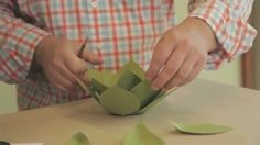 Easy to assemble, evergreen paper succulents!  Part of  Robert Mahar's Creative Live workshop - Paper Crafting: Skills and Technique http://cr8.lv/maharpcst