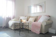 etta,vardagsrum,beige,vit,rosa,brickbord,spegel